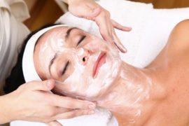 gezichtsbehandeling-met-masker